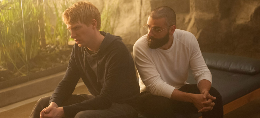 From left to right: Domhnall Gleeson and Oscar Isaac in Ex Machina.