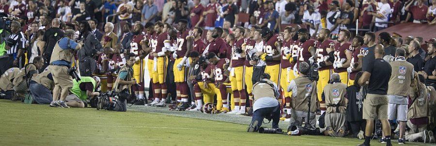 Washington_Redskins_National_Anthem_Kneeling_(37301887651)