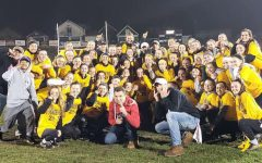 Juniors Hold Off The Seniors In Powder Puff 2018