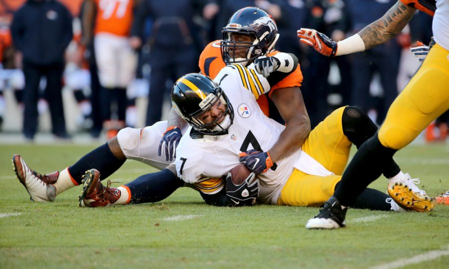 DENVER, CO - JANUARY 17:  Ben Roethlisberger #7 of the Pittsburgh Steelers gets sacked by Antonio Smith #90 of the Denver Broncos during the AFC Divisional Playoff Game at Sports Authority Field at Mile High on January 17, 2016 in Denver, Colorado.  (Photo by Doug Pensinger/Getty Images)