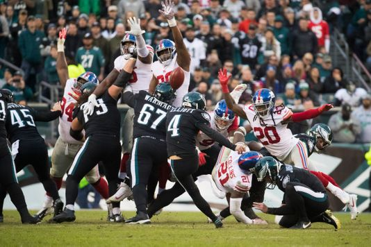Eagles Kicker Jake Elliot Nails Field Goal To Defeat Giants 25-22.