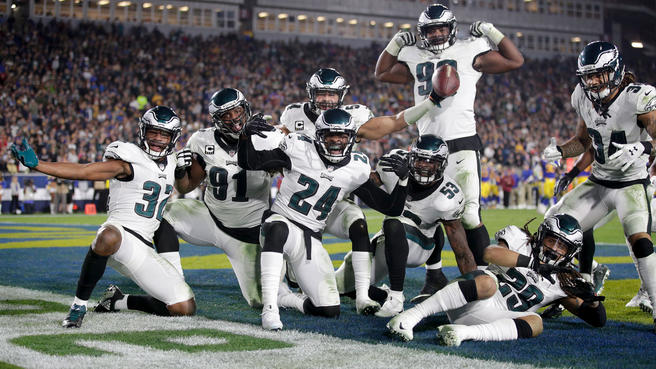 Eagles+Stun+Rams%2C+Remain+Within+Striking+Distance+in+NFC