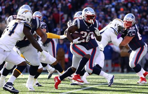 Ageless Brady Leads Patriots to Dominant Win Over Chargers, Advances to 8th Straight AFC Championship