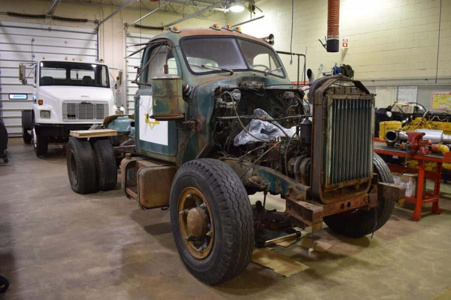 BCTC Diesel students are working to restore this 1959 Mack B61.