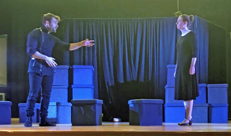 The Philadelphia Shakespeare Theatre performs Hamlet for students.