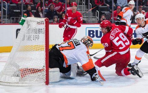 Brian Elliot blanks 'em again as Flyers beat Red Wings