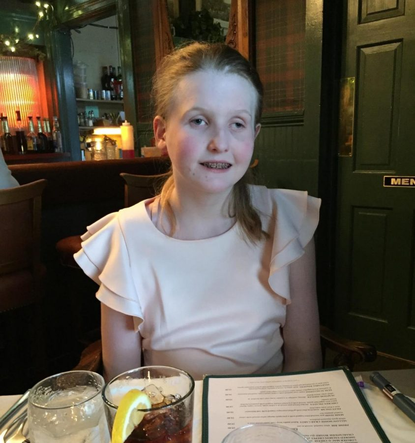 Olivia+Oescher+out+to+eat+with+her+family+at+a+restaraunt.