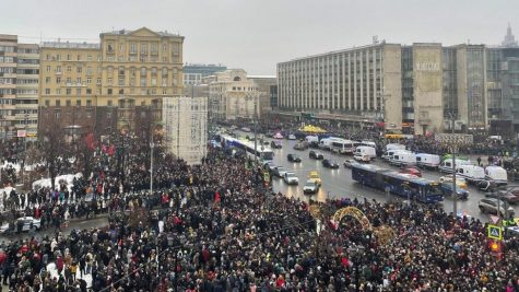 Angry Moscow protestors protest the arrest of Putin-critic Navalny.