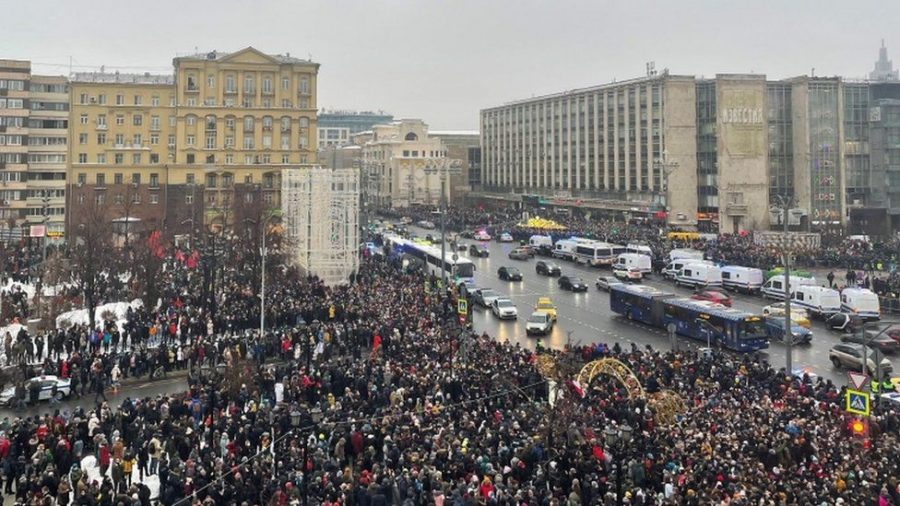 Angry+Moscow+protestors+protest+the+arrest+of+Putin-critic+Navalny.