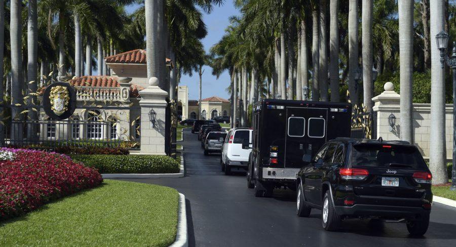 Secret+Service+vehicles+line+up+outside+of+Mar-a-Lago+%28Via+Politico%29
