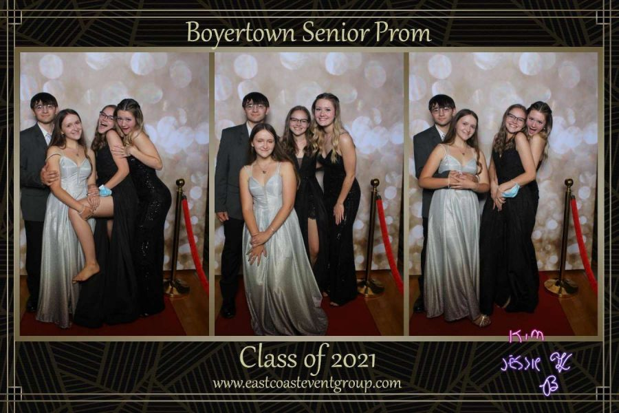 Jessie+Ahart+and+friends+at+Prom.