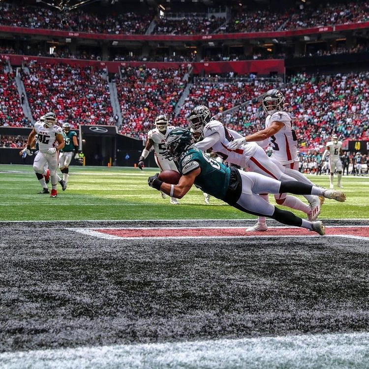 Eagles' number one tight end Dallas Goedert makes great diving catch for the touchdown in road win.